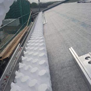Ein Dach was mit Styropor belegt wird