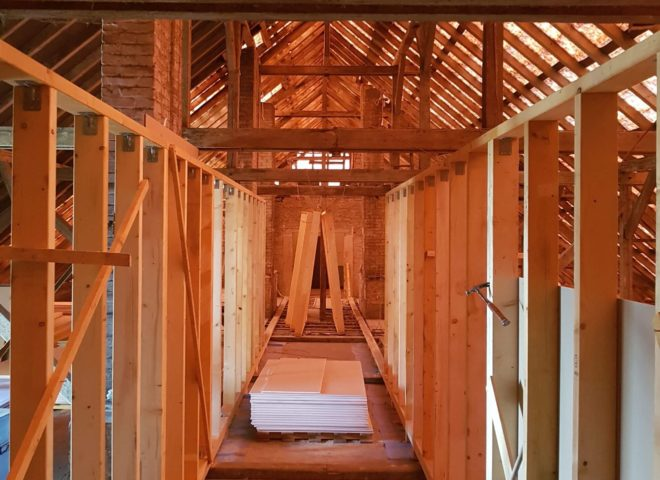 unfertiger Dachboden ohne Verkleidung